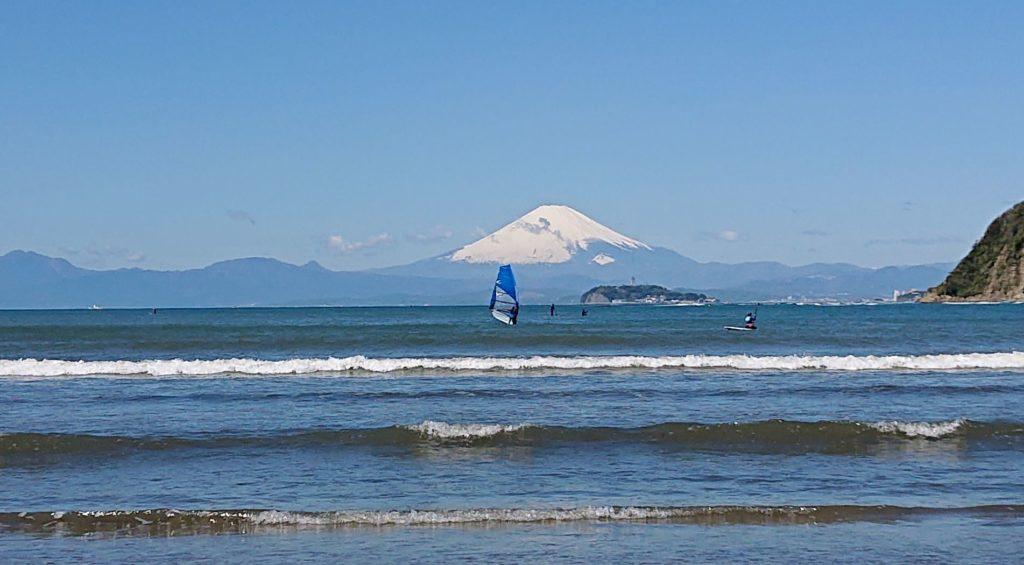 逗子海岸 富士山、江ノ島(2020年4月19日)