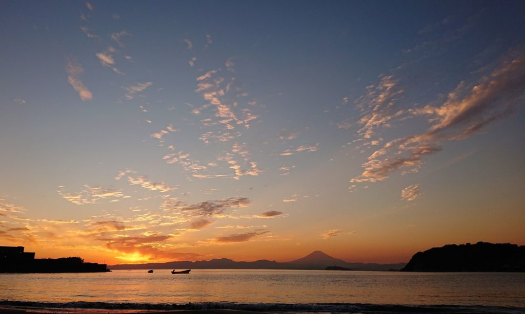 逗子海岸 東浜から江ノ島と富士山望む-4 / Enoshima and Mt.Fuji from Zushi Beach (2020 Nov 5th)