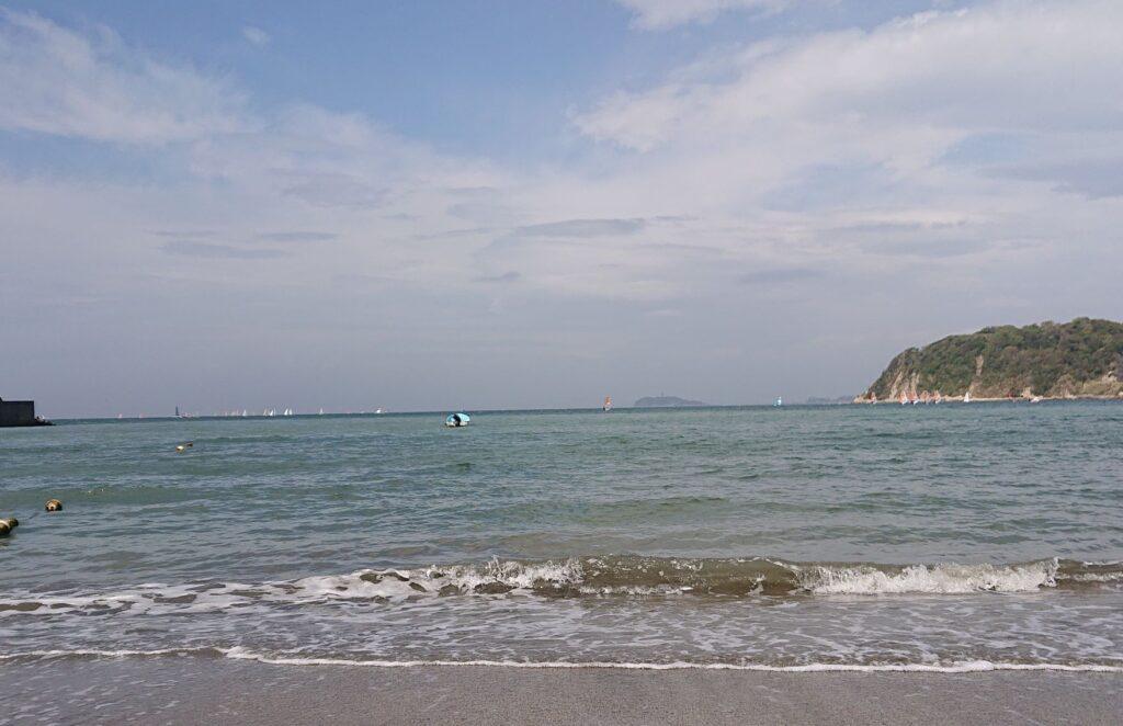 逗子海岸 東浜から江ノ島望む / Enoshima from Zushi Beach (2021 April 4th)