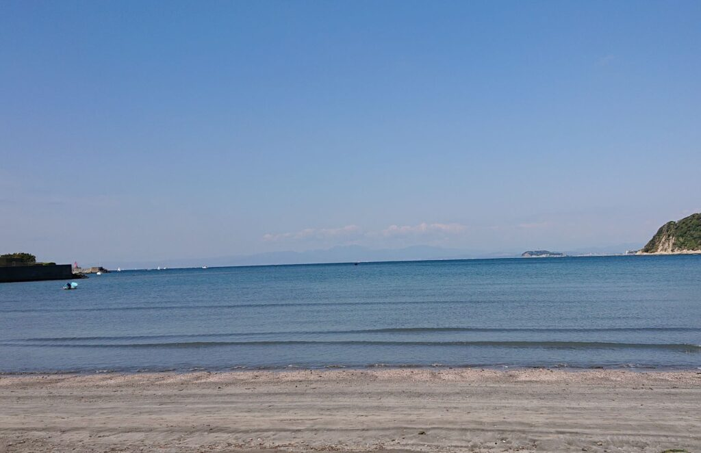 逗子海岸 東浜から江ノ島望む / Enoshima from Zushi Beach (2021 April 9th)