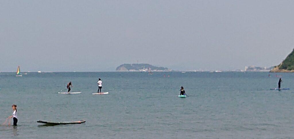 逗子海岸 東浜から江ノ島望む(拡大) / Enoshima from Zushi Beach (2021 May 30th)