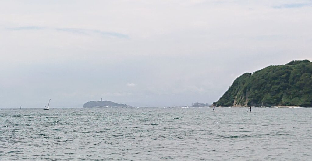 逗子海岸 東浜から江ノ島望む (拡大)/ Enoshima from Zushi Beach (2021 June 5th)