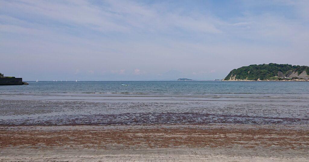 逗子海岸 東浜から江ノ島と富士山望む / Enoshima and My.Fuji from Zushi Beach (2021 June 11th)