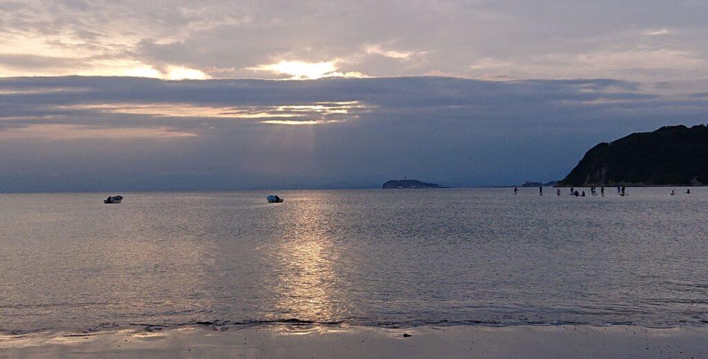 逗子海岸 東浜から江ノ島と富士山望む / Enoshima and My.Fuji from Zushi Beach (2021 Sep 7th)