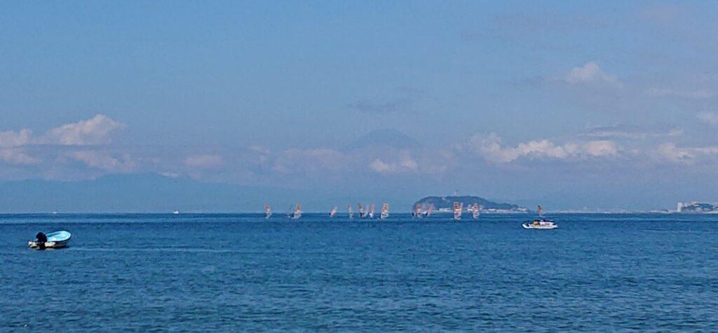 逗子海岸 東浜から江ノ島と富士山望む (拡大) / Enoshima and My.Fuji from Zushi Beach (2021 Sep 10th)