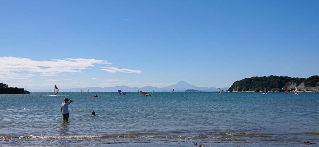 逗子海岸 東浜から江ノ島と富士山望む / Enoshima and Mt.Fuji from Zushi Beach (2021 Sep 19th)