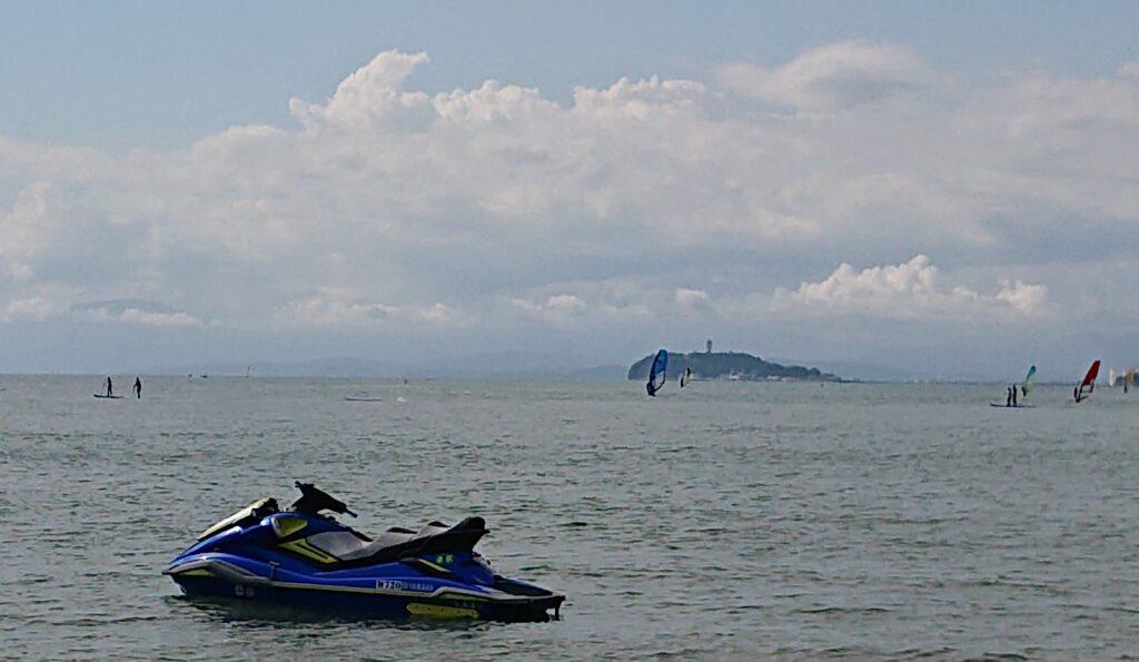 逗子海岸 東浜から江ノ島と富士山望む (拡大)/ Enoshima and Mt.Fuji from Zushi Beach (2021 Oct 2nd)