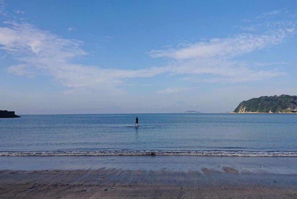 逗子海岸 東浜から江ノ島と富士山望む / Enoshima and Mt.Fuji from Zushi Beach (2021 Oct 8th)