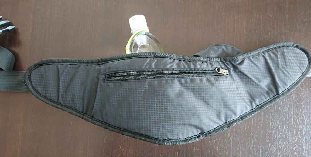 ウエストバッグ(裏面のポケット)/ the back side packet of the waist bag