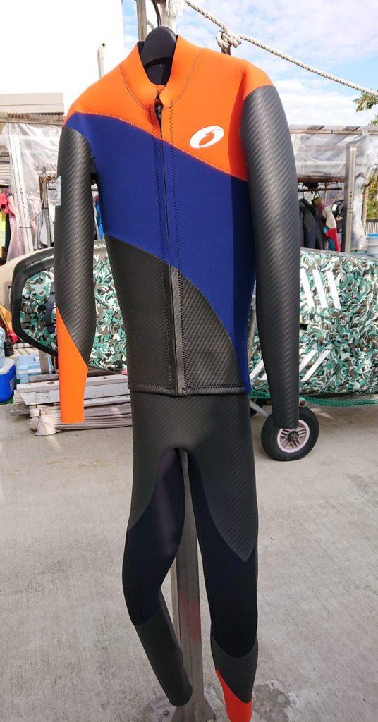 購入したウエットスーツ(前側)