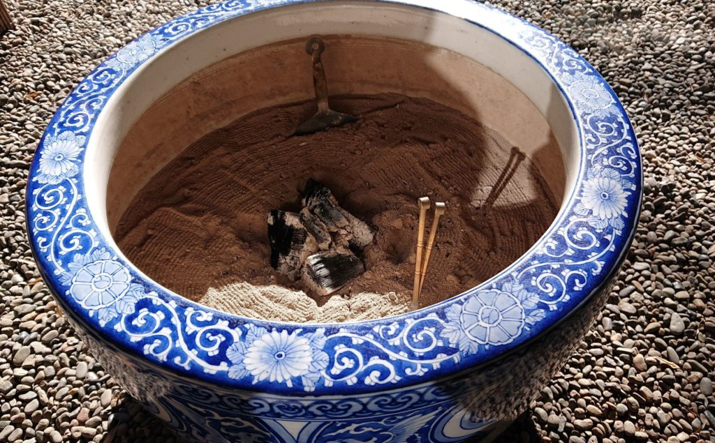 火鉢 / Brazier (Hibachi)
